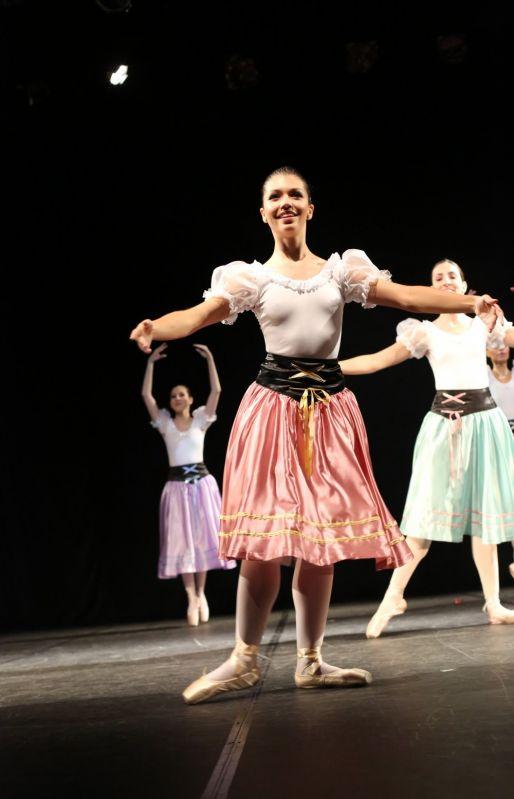 Qual o Valor de uma Aula de Danças em Quarta Parada - Aula de Dança na Zona Leste